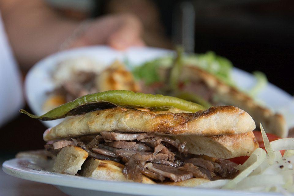 Томбик - питка с месо от дюнер, Турция