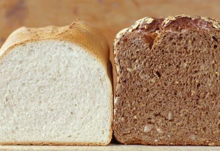 Бял или пълнозърнест хляб? Сравнете и изберете сами...
