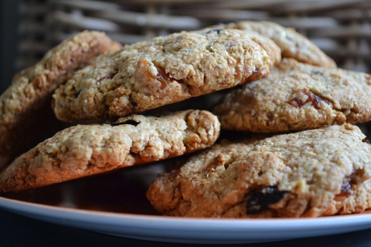 Рецепта за здравословни бисквити с овесени ядки и сушени плодове