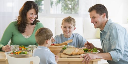 Гответе заедно. Хранете се заедно. Разговаряйте. Превърнете времето на трапезата във време за семейството!