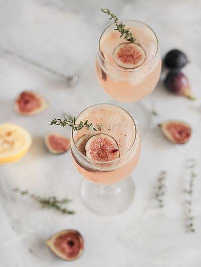 Шприц от смокиня и мащерка, коктейл
